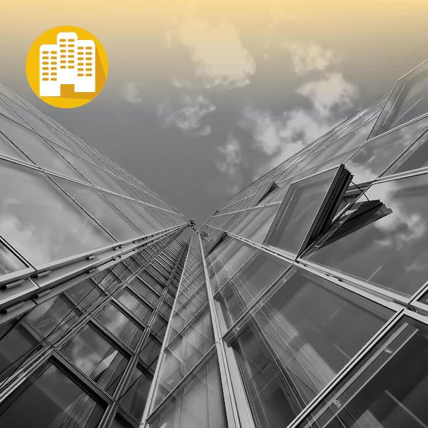 צילום של בנינים מלמטה על רקע השמיים ואייקון של מוסדות ציבור